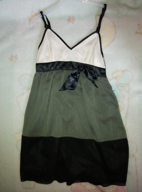 fc21f1e25d3 Dámské společenské šaty Amisu. prev