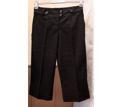 0500 Dámské 3/4 černé kalhoty H&M