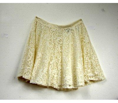 894 Dívčí krajková kolová smetanová sukně s podšívkou velikost M od H&M