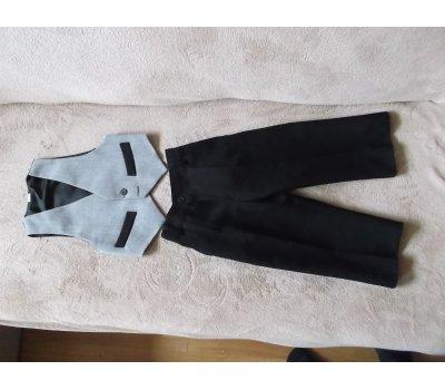 Chlapecký komplet černé kalhoty s šedou vestičkou