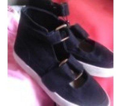 Nové černé boty Reserved