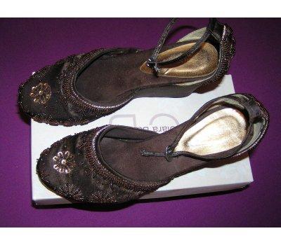 Dámské sandálky s našitými korálky
