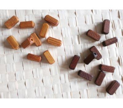 Dřevěné korále a ořechy