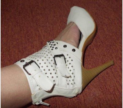 Letní ,bílé úžasné botičky,bílé