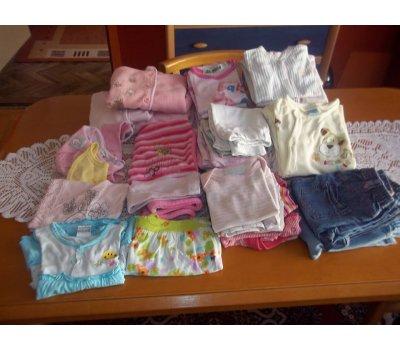 Prodám oblečení na holčičku do roku, velkou krabici 23 Mais