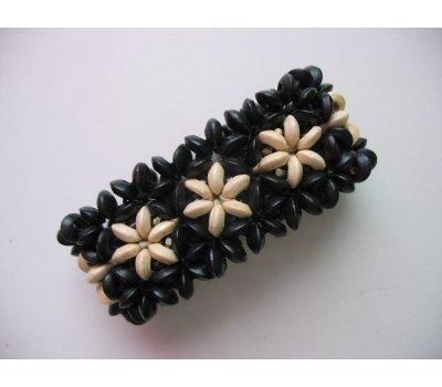 Náramek z dřevěných korálků